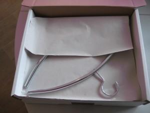 Kleiderbügel im Karton